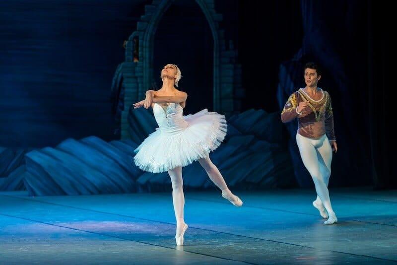Bailarina en el lago de los cisnes
