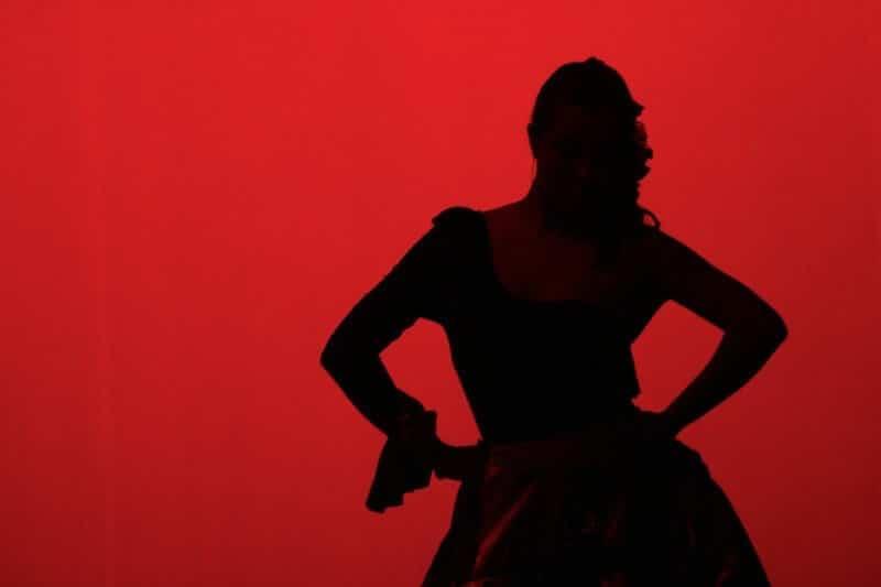 ¿Cuál es el vestuario de la danza española?