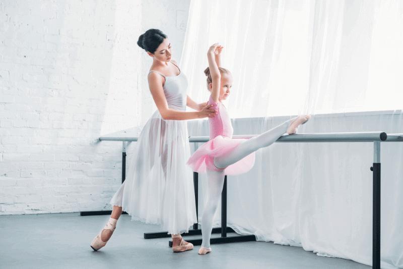 El movimiento de ballet BATTEMENT