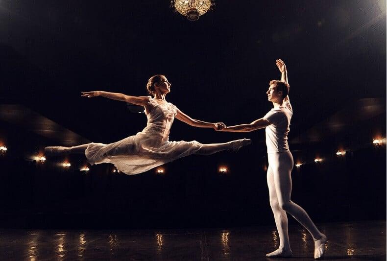 El movimiento de ballet JETÉ