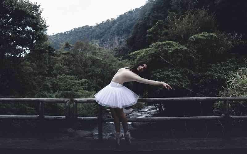 Cambre y souple ballet